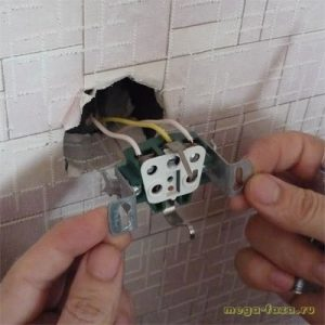 осмотр электрической розетки