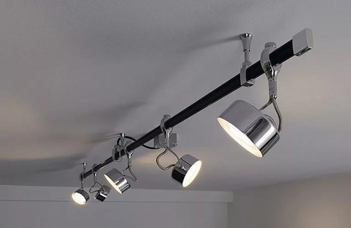 монтаж трековых светильников